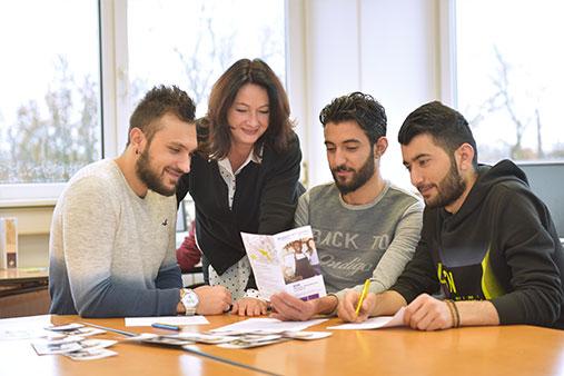 Junge Flüchtlinge in der Jugendberufshilfe juniver