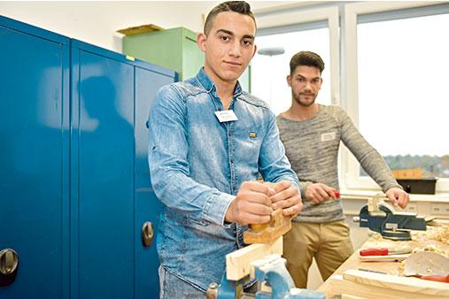 Teilnehmende in der Schülerwerkstatt zur Berufsvorbereitung